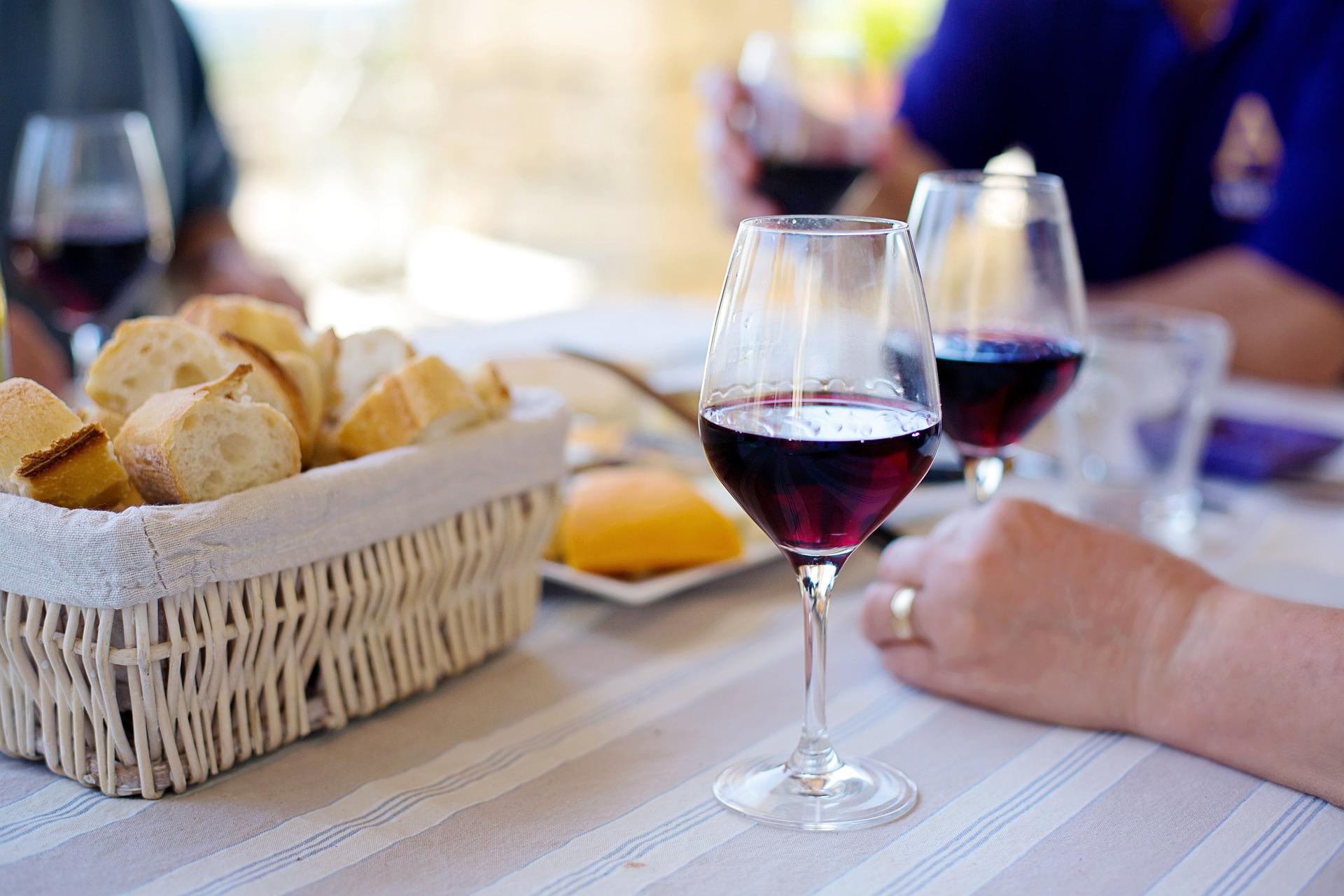 vino cesanese docg rosso a tavola